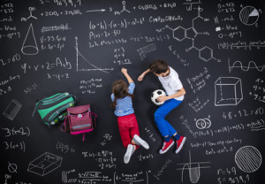 Kinder üben spielerisch gegen Legasthenie