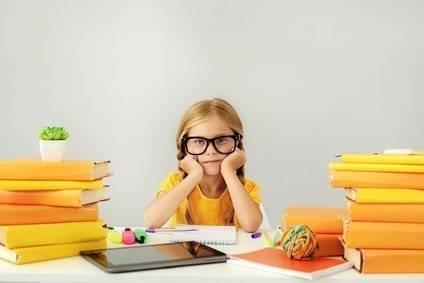 Kinderschreibtisch: 8 wichtigste Tipps