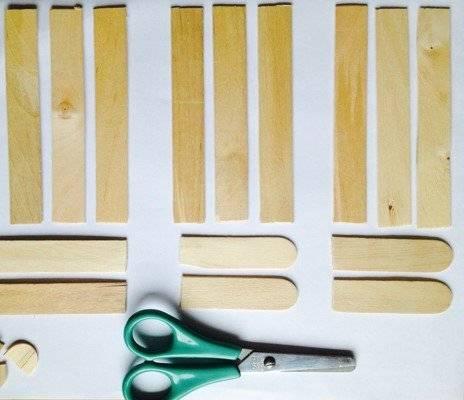 mit eisstielen aus holz kann ihr kind osterk rbchen basteln. Black Bedroom Furniture Sets. Home Design Ideas